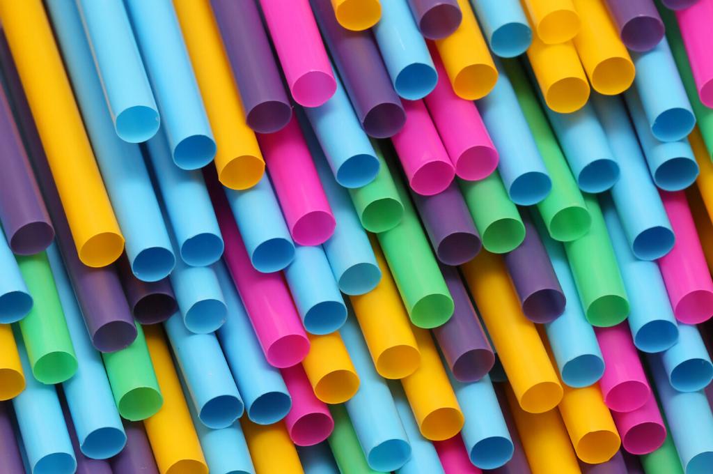 Awantura o słomkę – patenty na tworzywa biodegradowalne